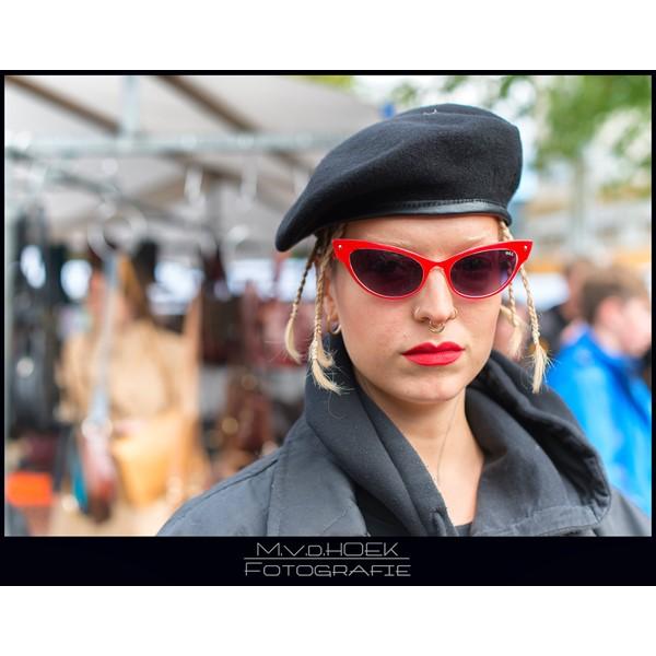 straat portret serie jonge vrouw amsterdam